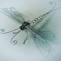 Arts And Crafts App Product Barbed Wire Art, Copper Wire Art, Dragonfly Decor, Beaded Dragonfly, Metal Crafts, Diy Arts And Crafts, Wire Wrapped Jewelry, Wire Jewelry, Wire Art Sculpture