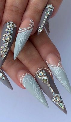 Stylish Modern Stiletto Nail Art Designs Ideas To Try Asap Ongles Bling Bling, Bling Nails, My Nails, Dope Nails, Nail Swag, Perfect Nails, Gorgeous Nails, Design Ongles Courts, Nagel Bling