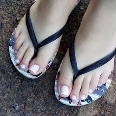 Toe nails cut and color women feets feet nails, sexy feet și beautiful toes. Pretty Toe Nails, Cute Toe Nails, Pretty Toes, Feet Soles, Women's Feet, Pies Sexy, Mode Instagram, Nice Toes, Feet Nails