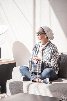 Kuwait Blogger Ascia AKF in the Tory Burch Merino Jacquard Sweater Coat, Marion Tweed Medium Bag and Stardust Slip-On Sneaker Turban Outfit, Hijab Turban Style, Mode Turban, Hijab Chic, Muslim Fashion, Modest Fashion, Fashion Outfits, Modest Outfits, Fall Outfits