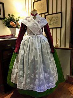 La basquiña, Teruel Folk Costume, Costumes, Spanish Culture, Aragon, Historical Costume, Traditional Dresses, Embroidery, Womens Fashion, Regional