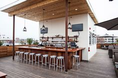 The only rooftop bar in Charleston with 360 degree views, Stars is the perfect place to appreciate the historic and beautiful Holy City.