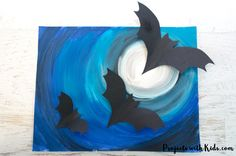 A full moon, spooky Halloween sky and flying bats make this awesomely spooky Halloween art project that kids will love to create! Art Halloween, Halloween Art Projects, Halloween Lanterns, Halloween Crafts For Toddlers, Halloween Halloween, Halloween Makeup, Moon For Kids, Art For Kids, Kid Art