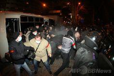 ウクライナ東部ドネツク(Donetsk)で起きた暫定政権支持派と親ロシア派の衝突の様子(2014年3月14日撮影)。(c)AFP/ALEXANDER KHUDOTEPLY ▼14Mar2014AFP|ウクライナ東部のデモで衝突、1人死亡 http://www.afpbb.com/articles/-/3010309 #eastern_Ukraine #Donetsk