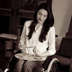 Muniba Mazari A fateful accident may have taken away her ability to walk but it did not take away her spirit, her enthusiasm, her optimistic approach towards life and definitely not her talent. A young artist, activist, writer and now a motivational speaker, Muniba is nothing less than an inspiration for people not just in Pakistan but around the world.