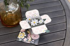 How beautiful is this Mother's Day daisy box card?