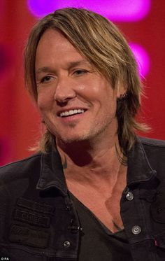 Keith Urban is an Australian-American country music star that's best known for his marriage to award-winning actress Nicole Kidman. Male Country Singers, Country Music Artists, Country Music Stars, Singer Sam Smith, Best Guitar Players, Keith Urban, Nicole Kidman, Cannes Film Festival, Celebrity News