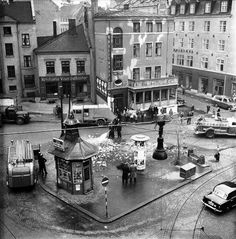 Oslo sentrum 1950-tall Oslo, Building Front, Historical Images, My Heritage, Old Pictures, Time Travel, Picture Photo, Norway, Scandinavian