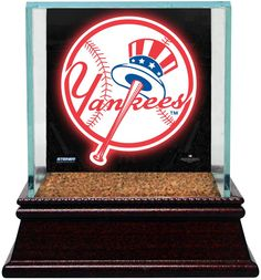 New York Yankees Glass Single Baseball Case with Team Logo Background and Authentic Field Dirt Base (MLB Auth)