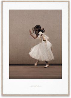 Plakaty, postery, grafiki, fotografia, malarstwo, design, balet, taniec, tkaniny, suknie..., Paper Collective - w www.moaai.com