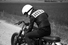 Gooo! BMW R100 RS Brat Style by Anvil Motociclette #bratstyle #motorcycles #motos | caferacerpasion.com