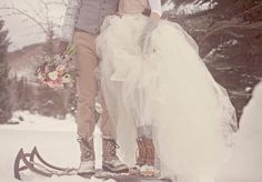 cute photo idea for winter wedding  8 Reasons to Have a Winter Wedding