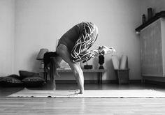 Claudia Clement Yoga - Bakasana