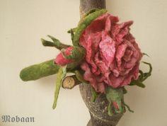 Stift Hülle  Rosenblüte mit Knospen aus Filz von Mobaan auf Etsy
