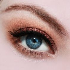 This copper eye makeup is perfect for everyday. With an 8 step how-to, you can look fresh in no time with this natural makeup.