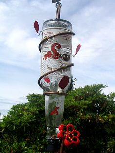 Homemade Hummingbird Feeder using old bottles, heavy gauge wire & A stopper for a hummingbird feeder :) Reuse Wine Bottles, Wine Bottle Art, Old Bottles, Wine Bottle Crafts, Glass Bottles, Beer Bottle, Dyi, Pots, Pottery Supplies