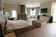 Een van de vijf slaapkamers
