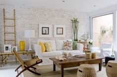 Use of neutral colors, different textures ( brick, wood and textiles);