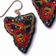 Kumaştan mücevher yaratma fikri Meg Hannan'ın kendi icadı. Buradaki sayfasında 1986 yılından beri uğraştığı bu sanat dalının 25 yıllı...