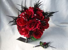 red rose bouquet and bout with black feathers - hollywood vintage glam Poppy Bouquet, Feather Bouquet, Red Rose Bouquet, Rose Wedding Bouquet, Cascade Bouquet, Prom Flowers, Bridesmaid Flowers, Wedding Flowers, Flower Bouquets