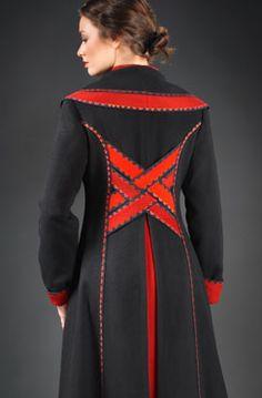 Daiga Henson & Sarmite Svilis - Sarmite Wearable Art