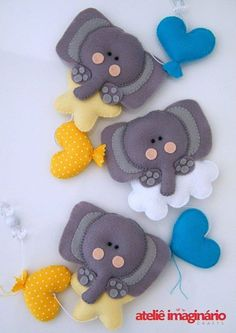 - by Cris Figueired♥ Baby Crafts, Cute Crafts, Felt Crafts, Diy And Crafts, Felt Kids, Felt Baby, Felt Sheets, Felt Mobile, Felt Decorations