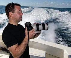 Как-то на одном из форумов попалась фразочка, убившая наповал: «ну раз у меня профессиональная камера, значит я профессиональный фотограф, хотя и начинающий…»