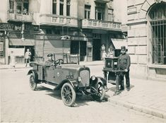 Ilyen is volt Budapest - 1925 táján, Bakáts tér a Ráday utcánál Old Pictures, Old Photos, Vintage Photos, Budapest Hungary, My Heritage, Historical Photos, Antique Cars, Marvel, History