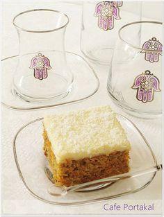 Pazar keyfinize eşlik edecek nefis bir kek. Her yaştan herkesin damak tadına uyan Havuçlu Kek, krema ile birleşince daha da bir lezzet...