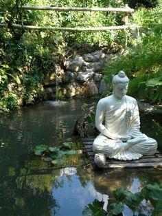 buda- zen garden - Another! Lotus Buddha, Art Buddha, Buddha Statues, Zen Meditation, Gautam Buddha Image, Patio Chico, Terrazas Chill Out, Buda Zen, Little Buddha