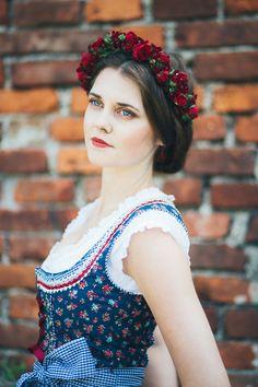 Blumen_im_Haar_Miflora_Dirndlfrisur