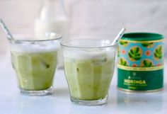 This moringa iced latte is the perfect morning drink as it is packed with vitamins and minerals to help keep you energised without the caffeine in coffee. Smoothie Drinks, Healthy Smoothies, Healthy Drinks, Smoothie Recipes, Malunggay Recipe, Green Tea Vs Coffee, Moringa Powder, Morning Drinks, Superfood Recipes