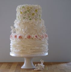 florals and Ruffles by Artful Bakery