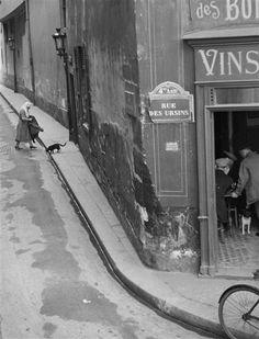 André Kertész    Rue des Ursins, Paris, 1931