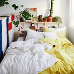 Comment faire de votre chambre à coucher un endroit où il fait bon étudier et dormir Bedroom Furniture, Bedroom Decor, Bedroom Ideas, Bedroom Signs, Bedroom Rustic, Furniture Decor, Hacks Ikea, Cama Ikea, Ikea Family