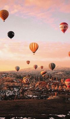 Beautiful Places Discover Cappadocia: Hot Air Balloon Flight Take a look at our fairytale air balloon flight in Cappadocia. Iphone Background Wallpaper, Tumblr Wallpaper, Lock Screen Wallpaper, Photo Wall Collage, Picture Wall, Nature Photography, Travel Photography, Wallpaper Animes, Beautiful Places