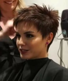 Chic Short Hair, Funky Short Hair, Super Short Hair, Short Hair With Layers, Short Hair Styles, Fine Hair Pixie Cut, Choppy Pixie Cut, Pixie Haircut Styles, Pixie Cuts