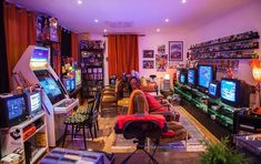 One of the best looking Retro Game rooms I have ever seen : retrogaming (schedul. One of the best looking Retro Game rooms I have ever seen : retrogaming (scheduled via www. Best Gaming Setup, Gaming Room Setup, Gaming Rooms, Deco Gamer, Design Facebook, Arcade Room, Retro Room, Video Game Rooms, Video Games