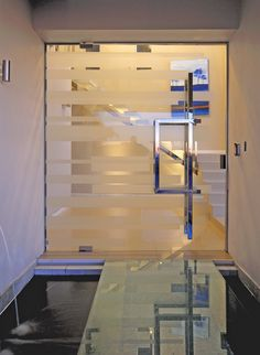 House MCG | Entrance | Nico van der Meulen Architects #Design #Architecture #Entrance #WaterFeature #Glass #Contemporary