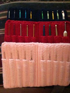 FREE PATTERN ~ @ http://web.archive.org/web/20010820230737/members.aol.com/lffunt/alhookcase.htm Crocheted, Crochet Hook Storage Case ~