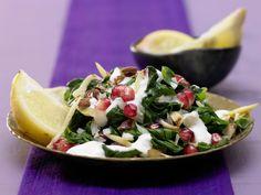 Marokkanischer Spinatsalat - mit Granatapfelkernen und Mandeln - smarter - Kalorien: 228 Kcal - Zeit: 30 Min. | eatsmarter.de