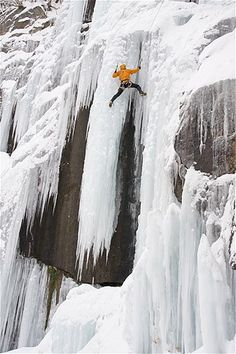 Image: Ice climbing in New Hampshire (© Jose Azel/Getty Images)