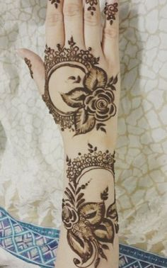 Arabic henna design. Lace circles and roses.