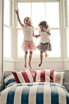 We <3 jumpin' on the bed!!!