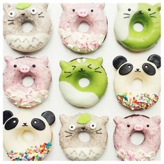 2 cute to eat! By Vickie Liu Cute Donuts, Mini Donuts, Baked Donuts, Delicious Donuts, Delicious Desserts, Yummy Food, Cakepops, Donut World, Colorful Donuts