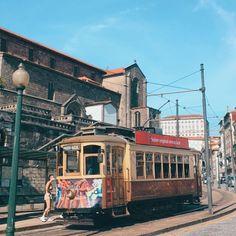 """Roteiros do Porto   Portugal on Instagram: """"ELÉTRICO NO PORTO Andar de elétrico pelo Porto é uma experiência com certeza inesquecível, e será uma aventura! Os elétricos são…"""""""