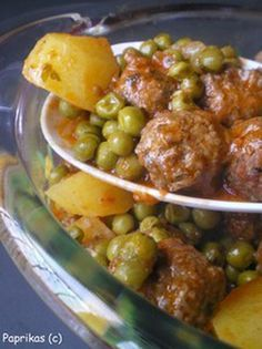 Recipe for Meatballs with Peas - cuisine - Meat Recipes Lunch Recipes, Meat Recipes, Healthy Dinner Recipes, Cooking Recipes, Best Spaghetti Recipe, Spaghetti Recipes, Meatball Recipes, Food Inspiration, Good Food