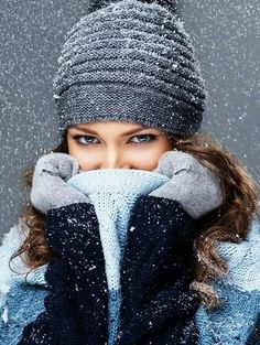 Trains, teddy bears and abandoned places – girl photoshoot poses Winter Senior Pictures, Snow Pictures, Winter Photos, Snow Photography, Photography Women, Portrait Photography, Levitation Photography, Exposure Photography, Abstract Photography