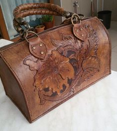 - (notitle)   -#greenLeatherBag #LeatherBag2019 #LeatherBagbackpack #LeatherBagcrossbody #LeatherBagyellow Leather Purses, Leather Handbags, Leather Wallet, Leather Bags Handmade, Handmade Bags, Tote Handbags, Purses And Handbags, Sacs Design, Leather Workshop