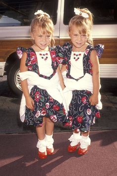 Mary-Kate and Ashley look adorable in matching dresses at ABC's fall press tour.    - ELLE.com